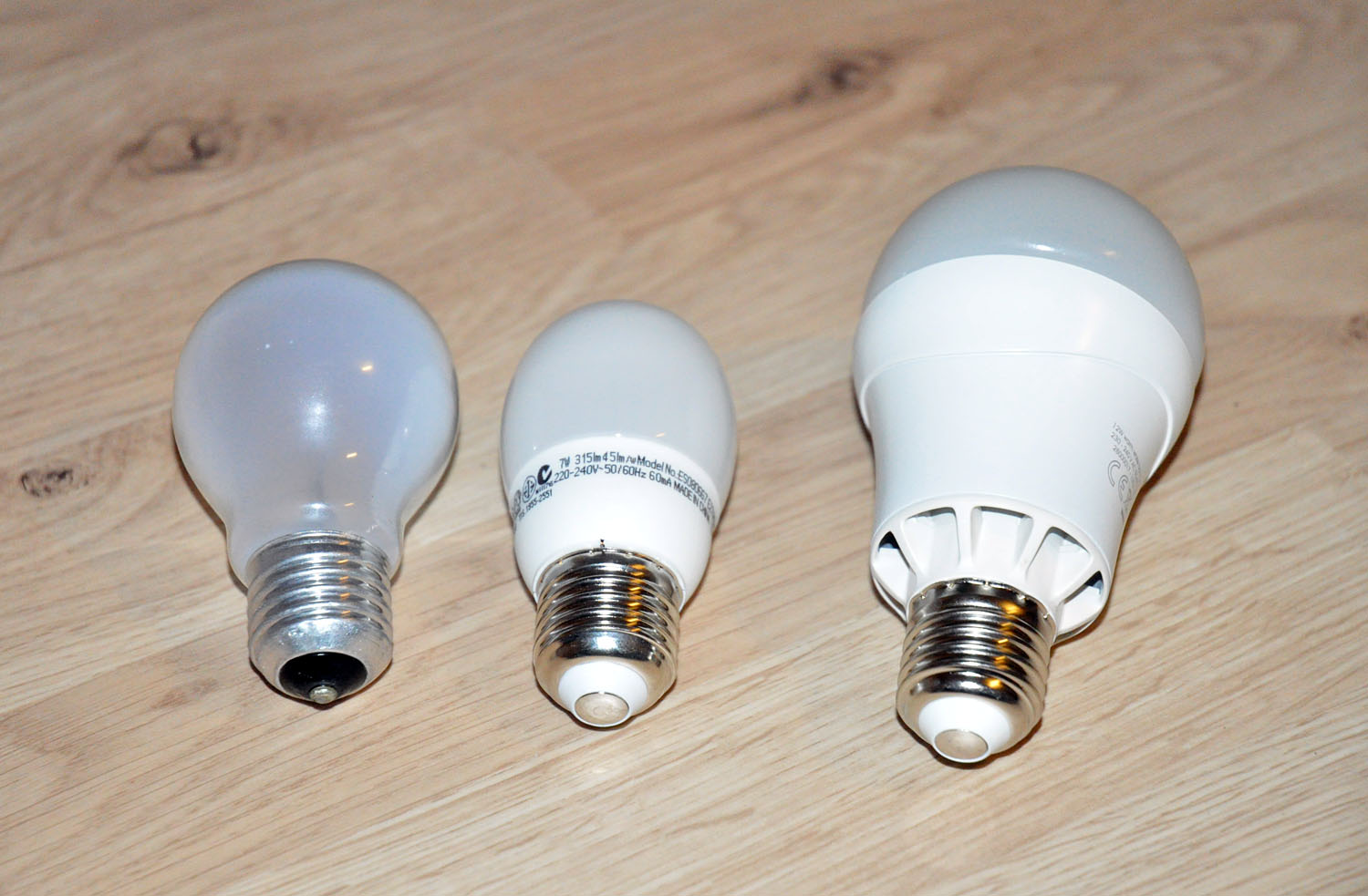 der test ledon led leuchtmittel vs energiesparlampe vs 60 watt lampe. Black Bedroom Furniture Sets. Home Design Ideas